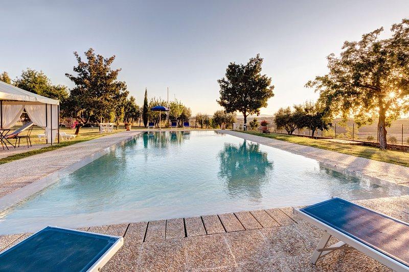 Amazing villa with swimming-pool, holiday rental in Farneta