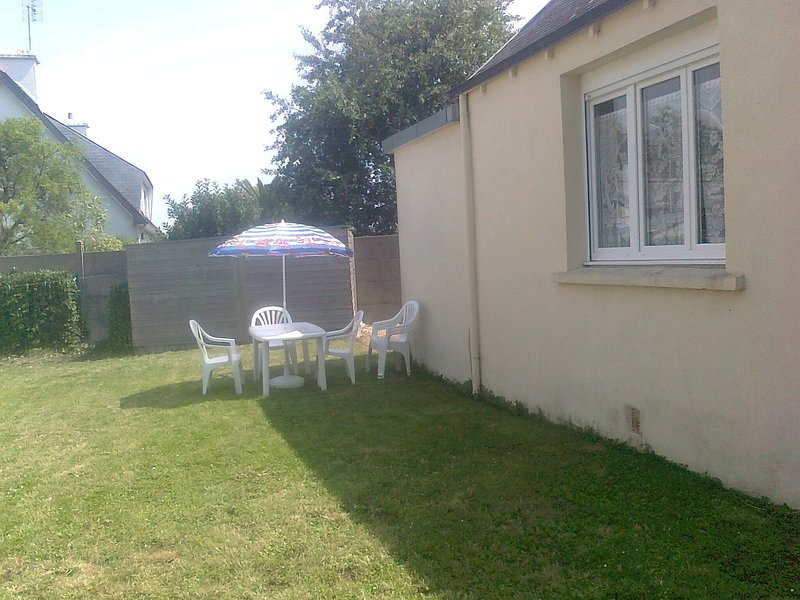 Beautiful house with garden & Wifi, holiday rental in Saint-Guenole