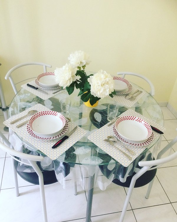 Dining 4 people - for dining with family or friends