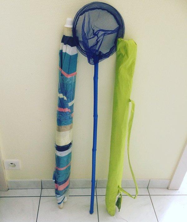 Beach service (umbrellas, scoop)