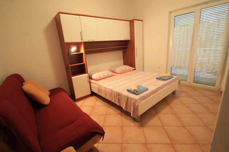 Big apartment near the beach & Wifi, vacation rental in Palit