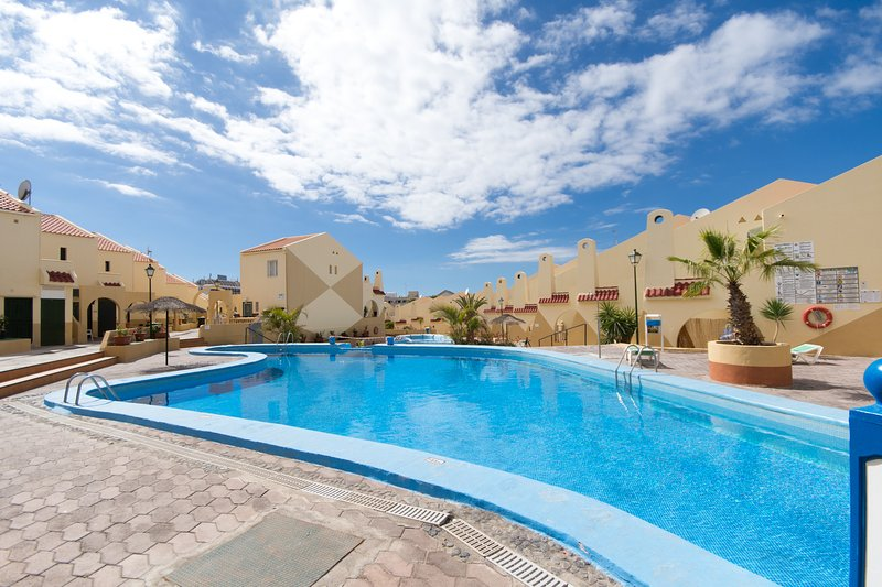 Mare Verde 1 - Two Bed spacious apartment with 2 sun trap balconies, vacation rental in Playa de Fanabe