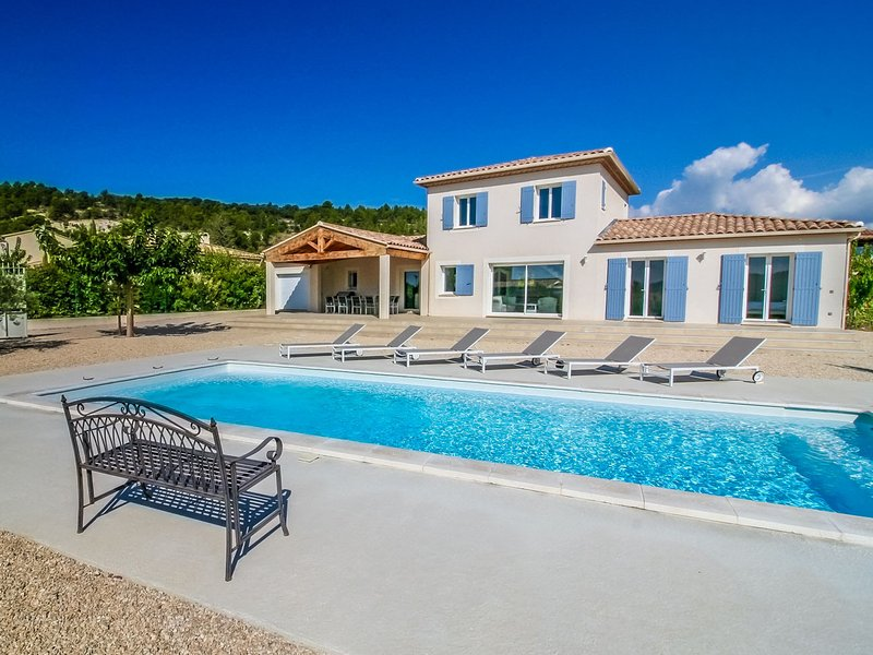 uxury air-conditioned villa, in Mormoiron, great view, heated pool, holiday rental in Mormoiron