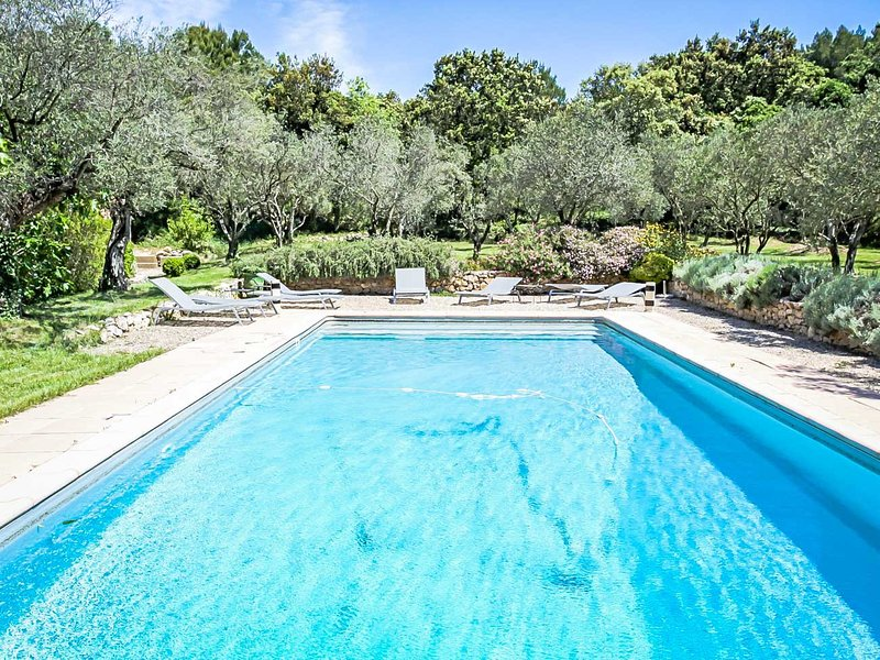 Holiday Mas in Boulbon, large park, pets allowed, heated pool, vacation rental in Aramon