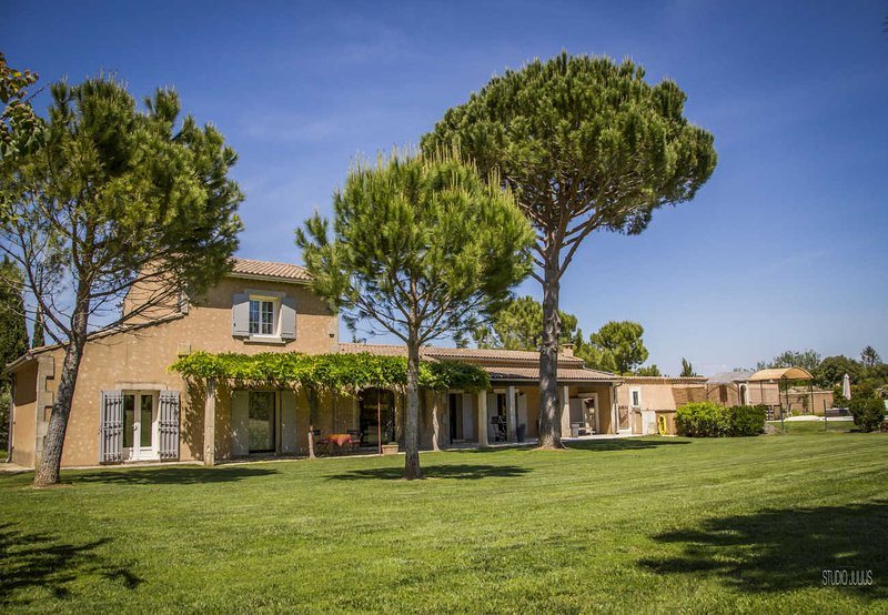 Saint-Rémy-de-Provence, Holiday House with large garden, pool and spa, vacation rental in Saint-Remy-de-Provence