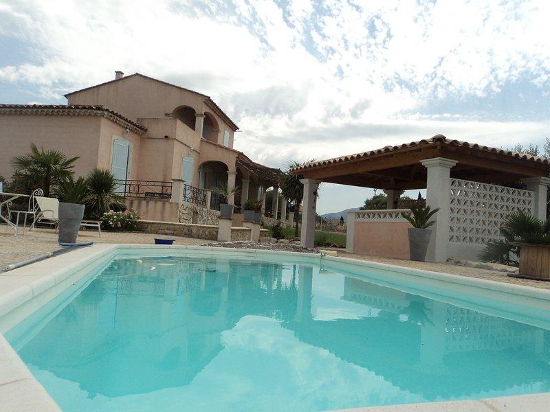 Villa in Pourrières, near Aix-en-Provence, private pool, pets allowed, location de vacances à Pourrieres