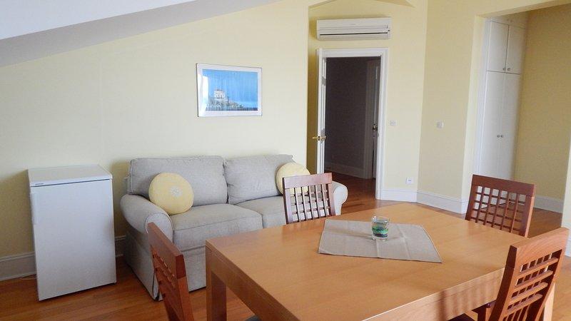 Spacious apartment with sea view, casa vacanza a Borak