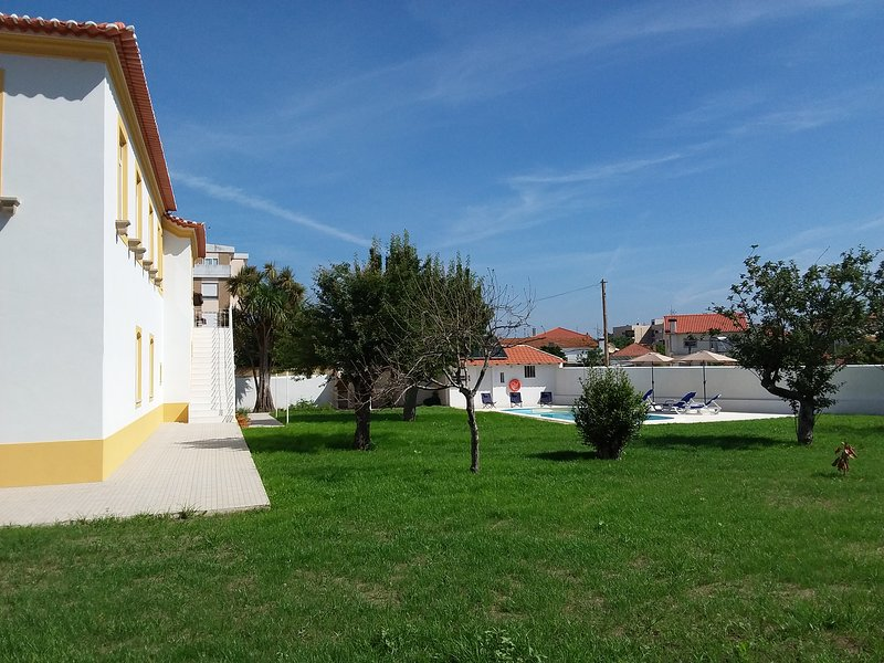 Vista della casa Solar da Vila, giardino privato e piscina.