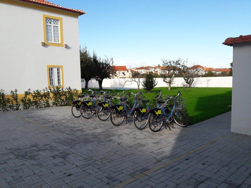 Vista della casa Solar da Vila e biciclette private.