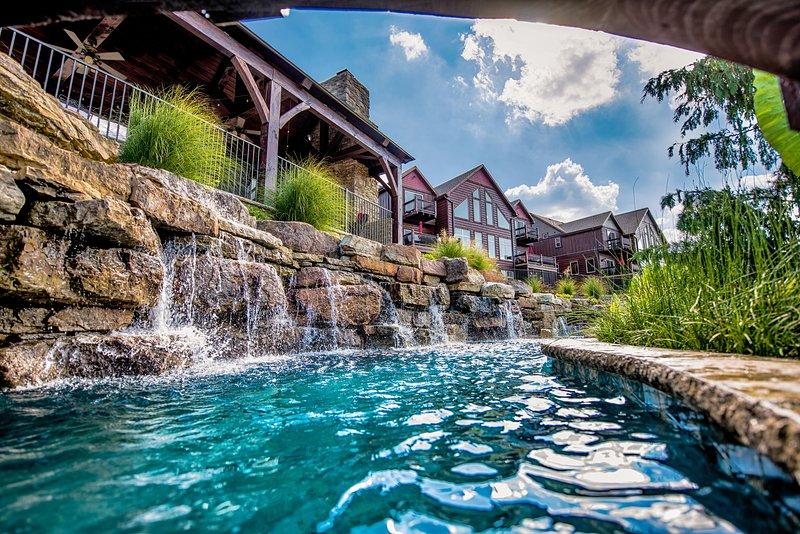 Luxury 6 BR Lakefront Villa-Minigolf-Lazy River-Pool