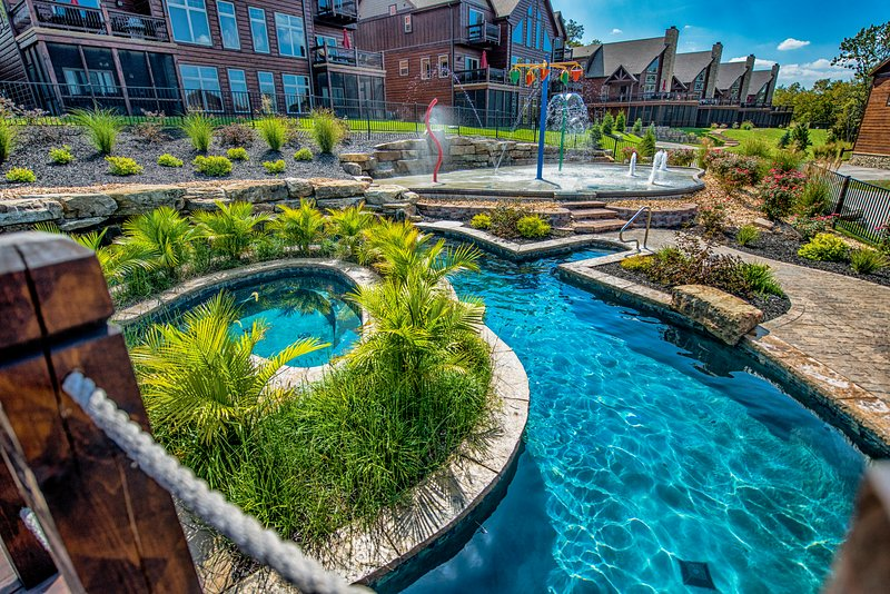 WaterMill Cove Resort Luxury Lakefront Villa-By Silver Dollar City-Theatre Room-, vacation rental in Branson