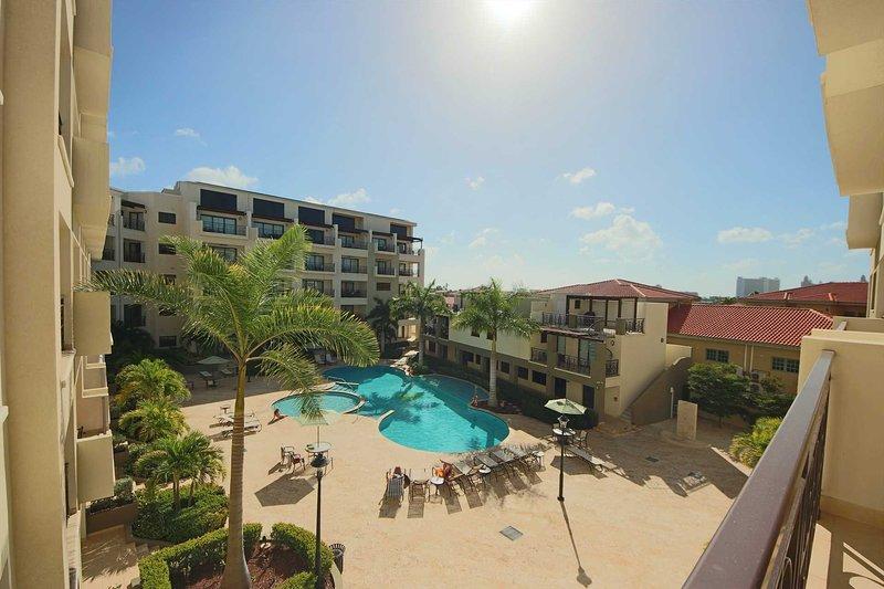 Setzen Sie sich auf Ihren Balkon und genießen Sie Ihren herrlichen Blick auf den Pool!