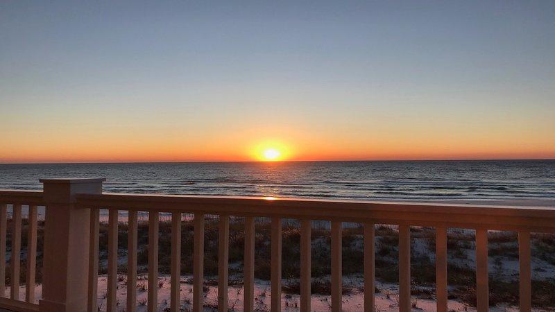 Tardo tramonto dicembre a fronte di serendipity tramonti dal mazzo.