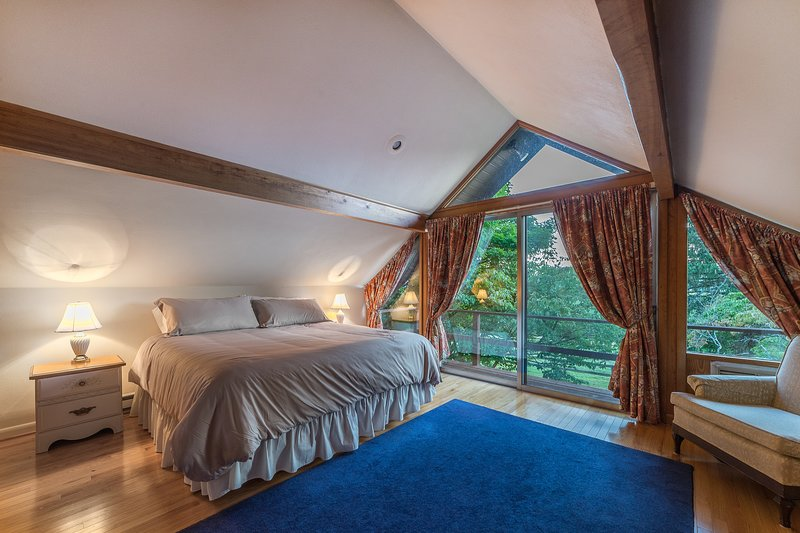 Upstairs, king bedroom with balcony