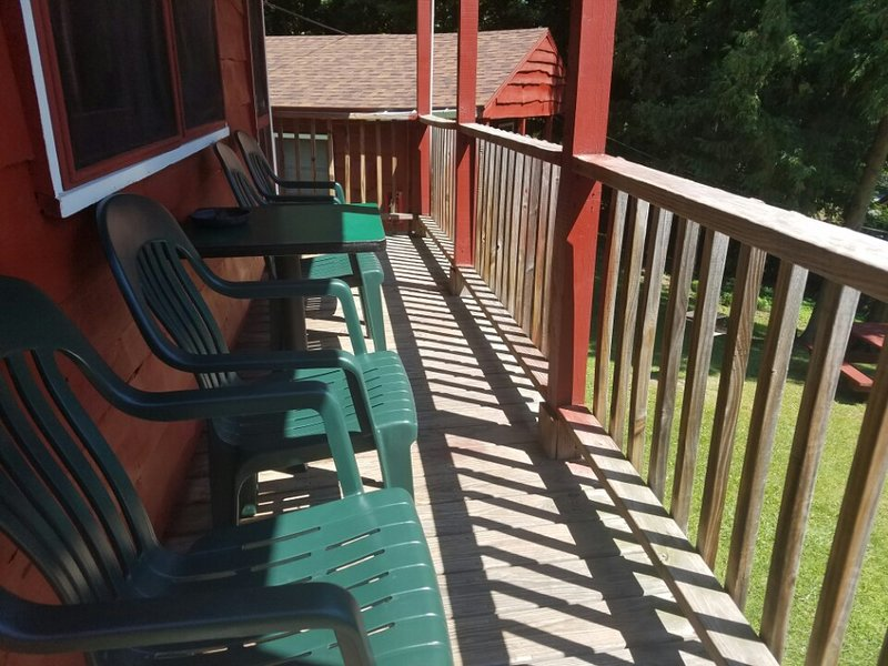 The Gold Eagle - Cottage 7, holiday rental in Lake George