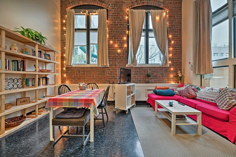 Downtown Seattle Loft - Walk to Pike Place & More!, holiday rental in Seattle