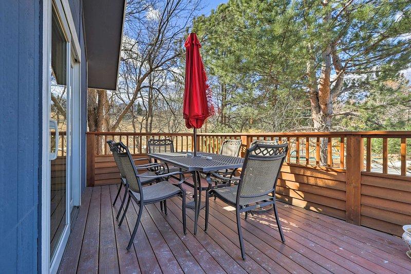 Uw Boulder vakantie begint bij deze met 3 slaapkamers, 2 badkamers vakantiewoning huis.