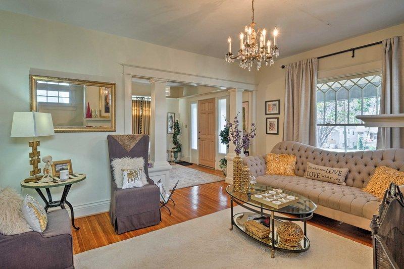Experimentar la verdadera hospitalidad sureña en este 3 dormitorios, 2 baños casa de vacaciones en el corazón histórico de Louisville!