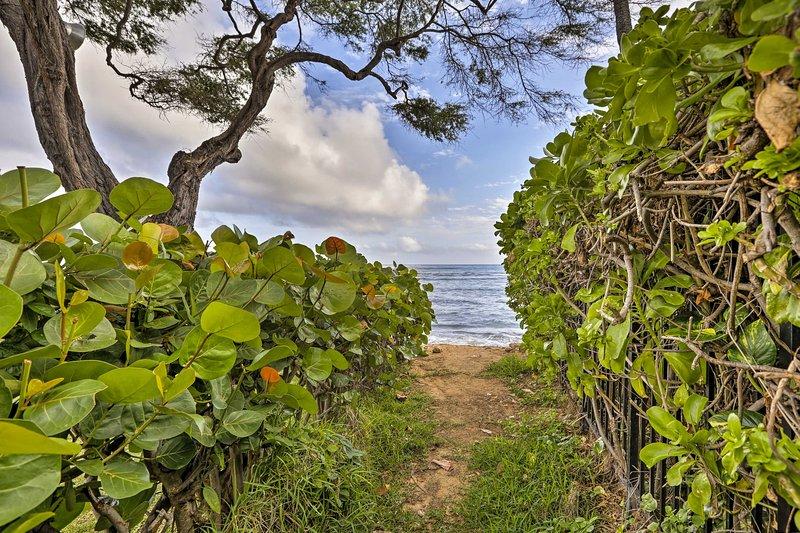 Descendez à la plage par le chemin d'accès privé.