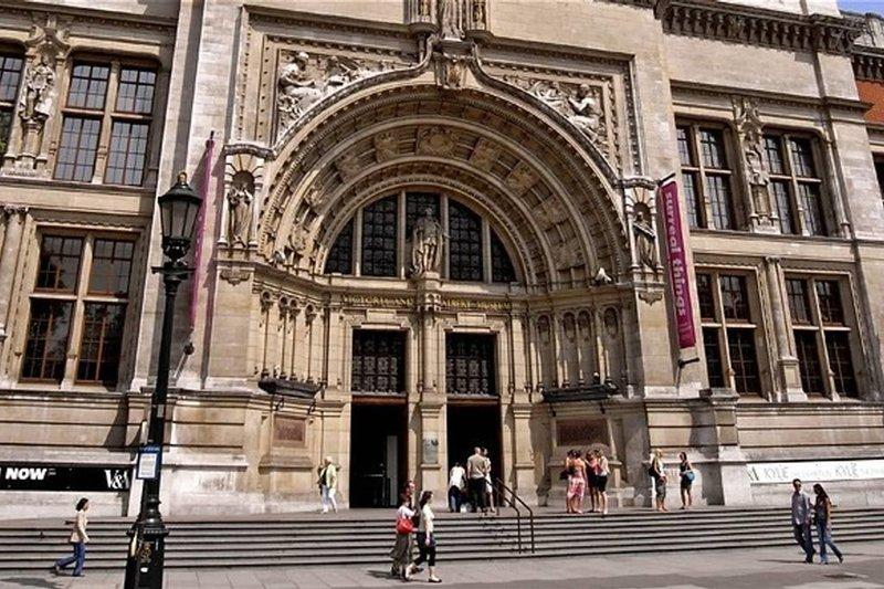 El Victoria & Albert Museum está cerca y definitivamente vale la pena una visita.