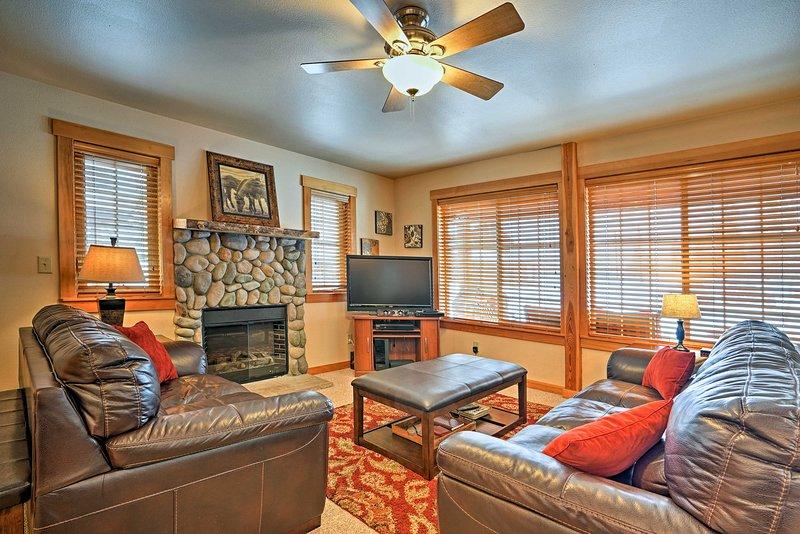 Siéntase como en casa en el interior de 3 dormitorios, 2.5 baños.