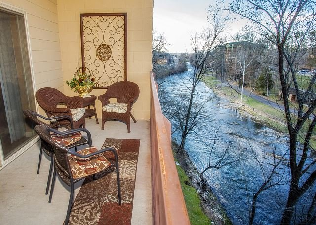 Private River Balcony Cedar Lodge 404