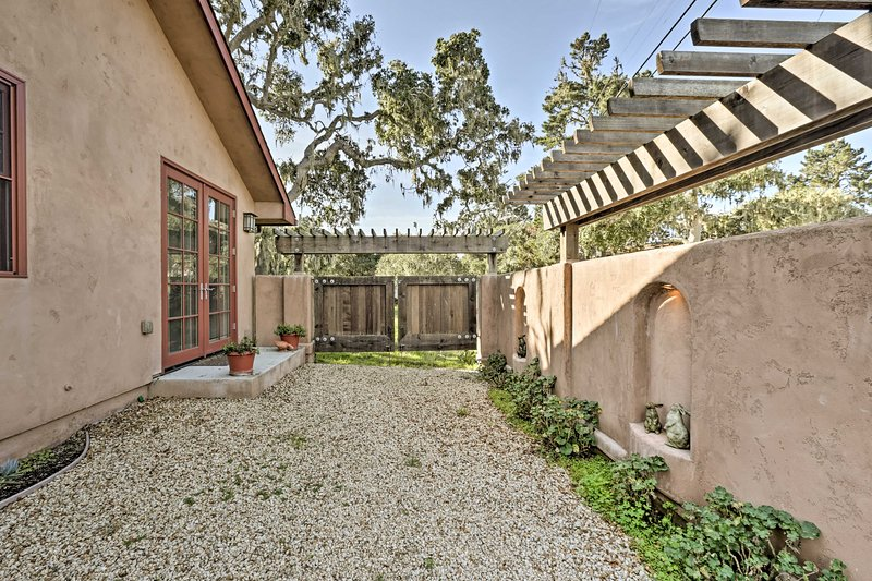 Enjoy a private front and back entrance and a walled patio space.