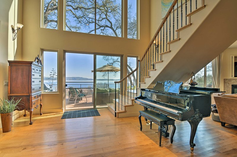 This expansive property boasts 4,000 square feet, 4 bedrooms and 4 bathrooms.