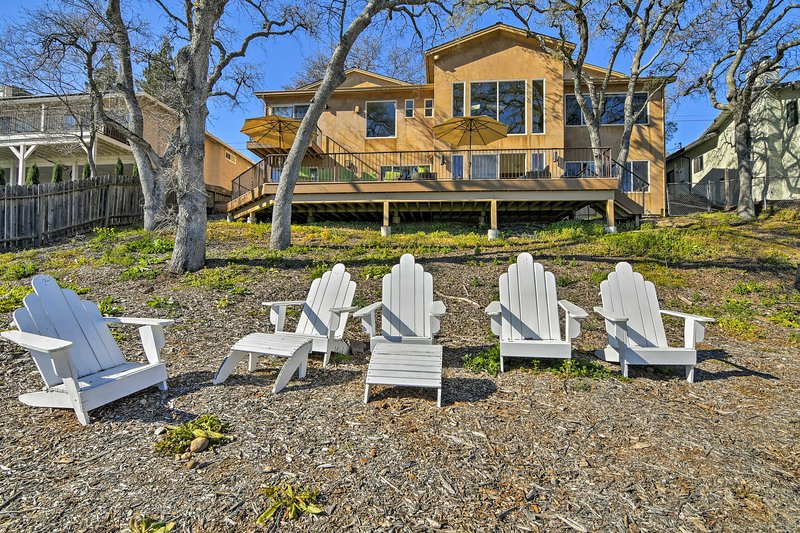 Property Exterior | Lakefront