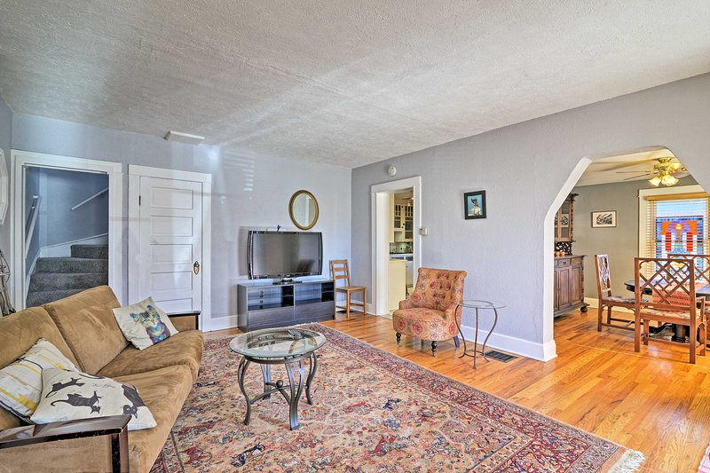 Walkable Denver Home w/Fireplace, by Pearl Street!, holiday rental in Englewood