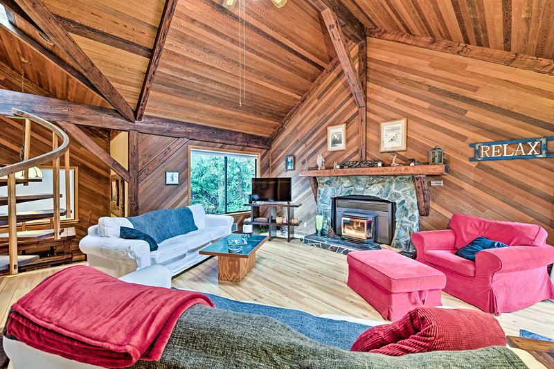 After a day on the river, unwind under the living room's exposed beam ceilings.