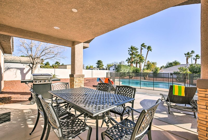 Updated Las Vegas House w/Patio, Solar Heated Pool, vacation rental in North Las Vegas