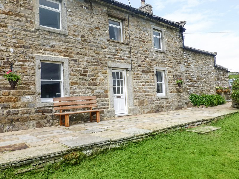 HIGH SMARBER, family friendly, country holiday cottage, with a garden in Low, holiday rental in Arkengarthdale