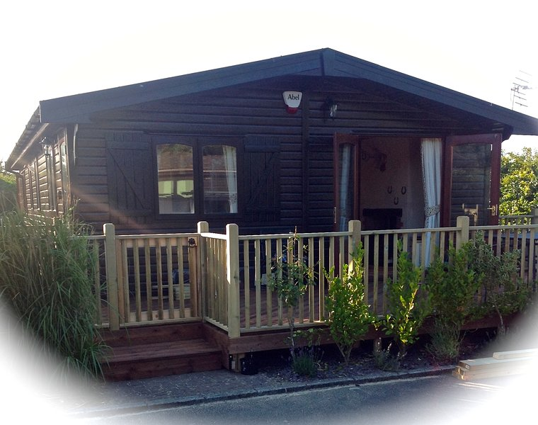 Shorefield Holiday Park- 2 Bed-6 Berth -Near New Forest and Beach -Pet Friendly, vacation rental in Lymington