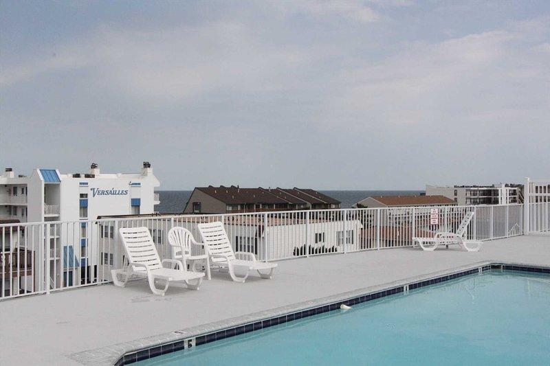 Outro tiro da vista do deck da piscina