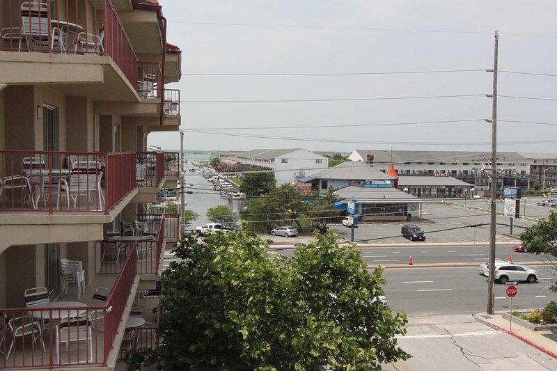 Vista do Bayside Canal e Via Costeira