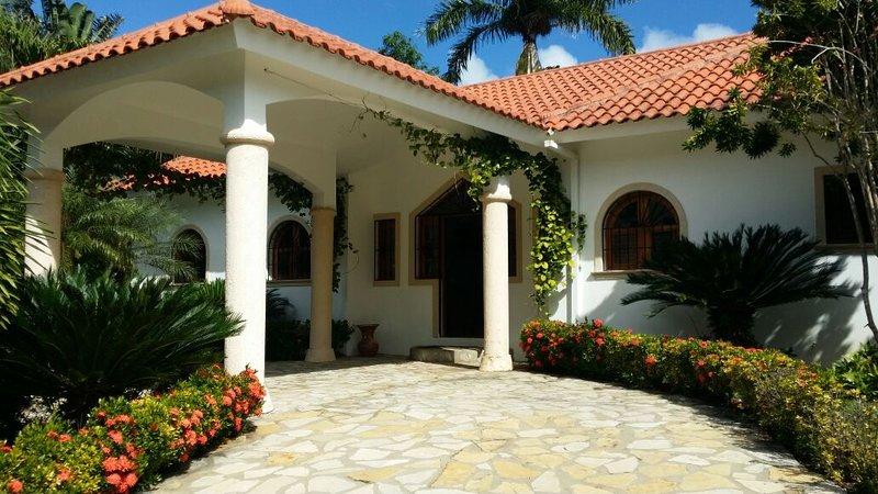 Hermosa Villa Liliana, holiday rental in Perla Marina