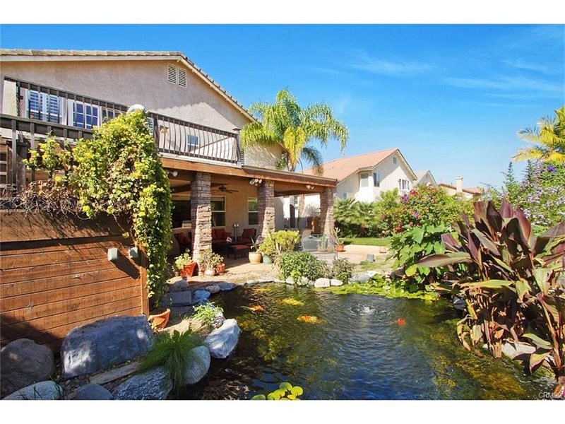 Large House With Private Oasis Backyard 讲中文, casa vacanza a Moreno Valley