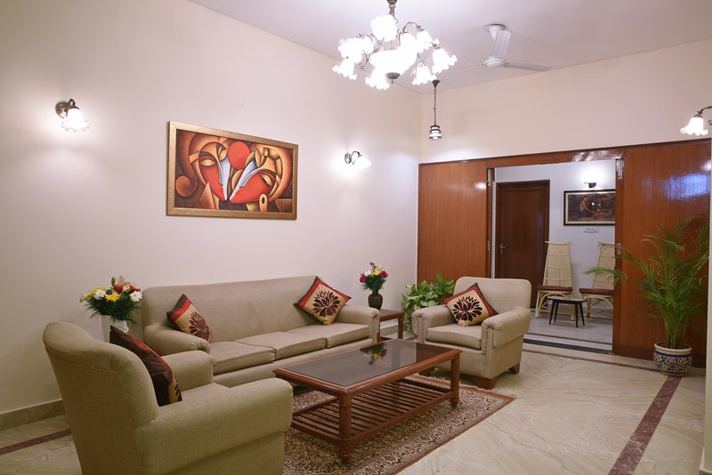 Enbliss: 3BHK Apartment - Promising you an unmatched excellence, vacation rental in New Delhi