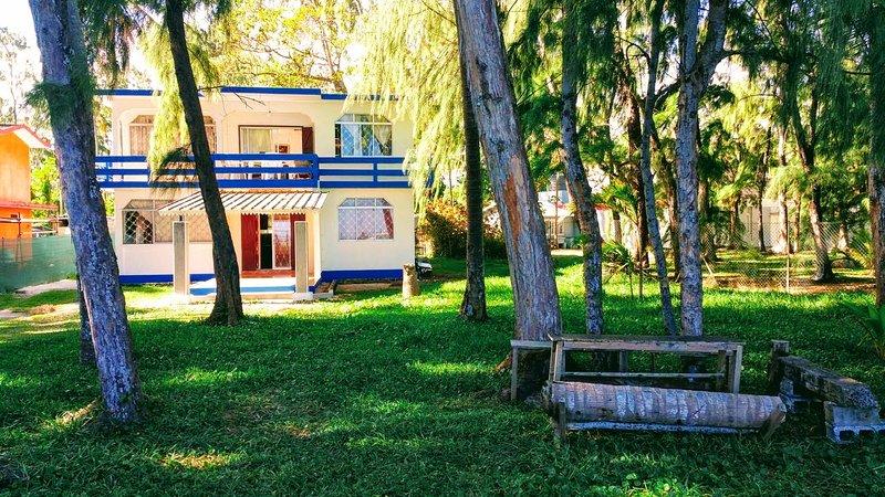 Aan het strand Huis / strand villa aan het water / gratis WiFi 20Mbps; Satelliet + BBQ-faciliteiten