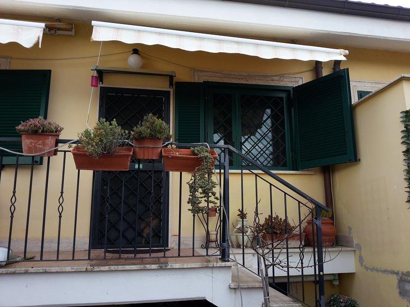 Casa in Fiera - camera monolocale seminterrato, alquiler vacacional en Ponte Galeria