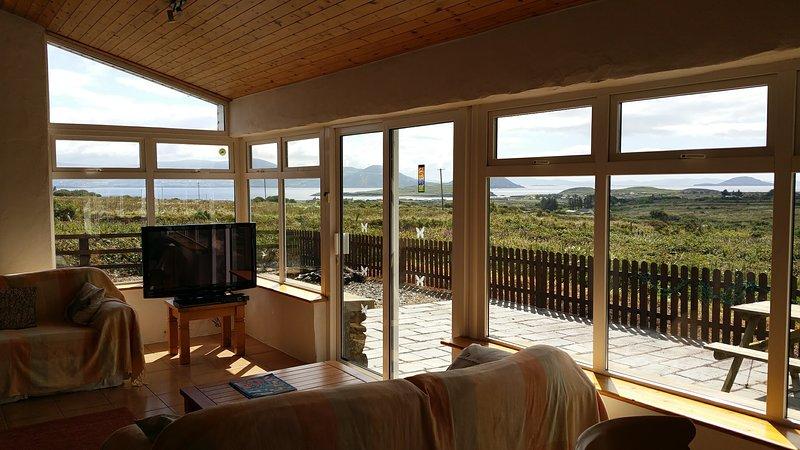 Tolle Aussicht von geräumigem offenen Sonnen Zimmer / Esszimmer
