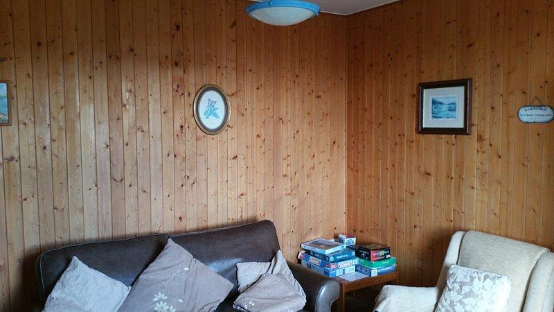 Separate Lounge / Familienzimmer, offenes Feuer mit vielen Spielen und Aktivitäten für Jung und Alt!