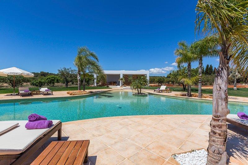Es Canar Villa Sleeps 12 with Pool and Air Con - 5577240, casa vacanza a Cala Llenya