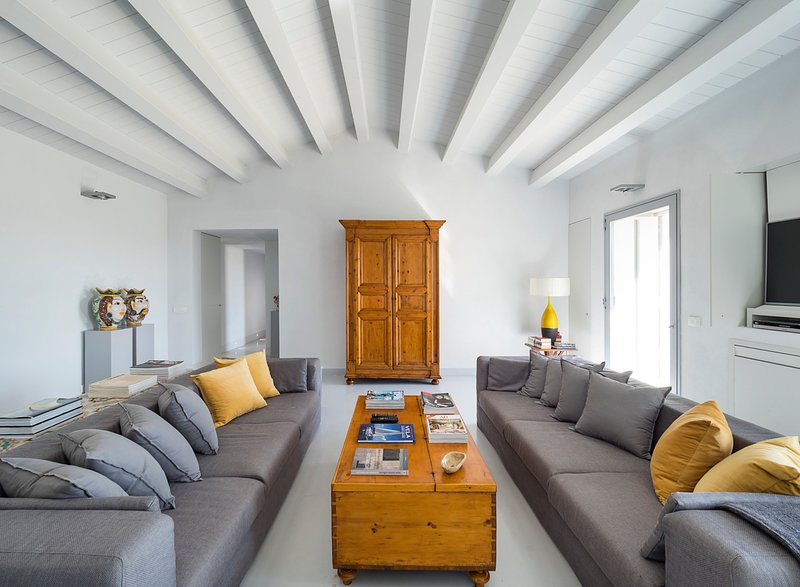 Pozzillo Villa Sleeps 6 with Pool and Air Con - 5577237, holiday rental in Cimilla