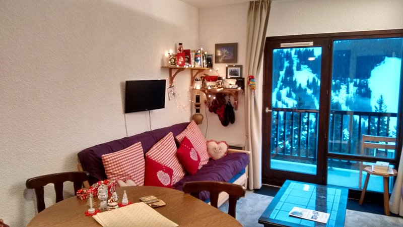 Studio sleeps 4 South Facing Balcony 150m to lifts,shops and ski school etc Chalet in Flaine
