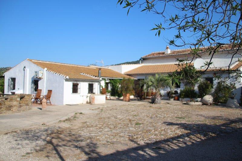 Uva española - zeer mooie casita met groot zwembad - B&B mogelijkheid, vacation rental in Villanueva de la Concepcion