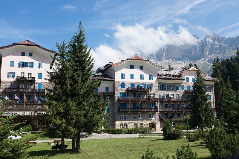 Private Apartment in Grand Hotel Carezza, Dolomiti, casa vacanza a Nova Levante