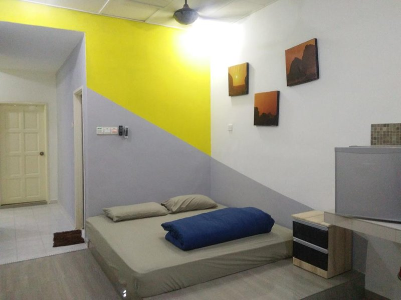 House for 6 pax (2 queen bed and 1 king bed), holiday rental in Melaka