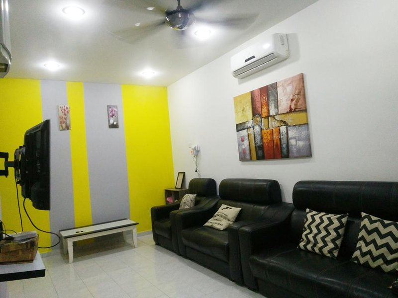 House for Group or Family, alquiler vacacional en Durian Tunggal